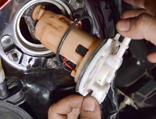 Tips Menguras dan Membersihkan Tangki Bensin Motor Injeksi