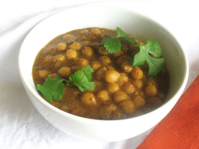 Chickpeas in a Spicy Aromatic Sauce