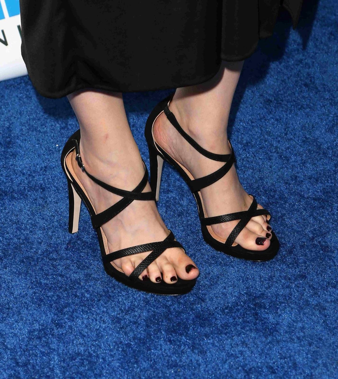 Celebrity Feet Emily Deschanel