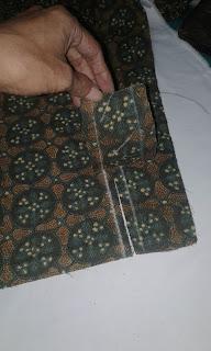 Teknik menyamakan motif batik pada belahan manset