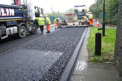 Empresa inglesa constrói estradas com plásticos retirados do oceano