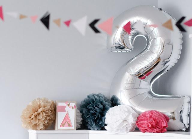 pompony z papieru balon cyfra 2