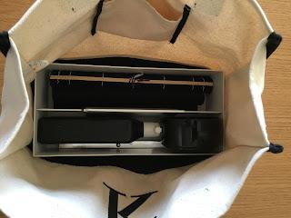無印良品のポリプロピレン収納キャリーボックス・ワイドをバックに入れる