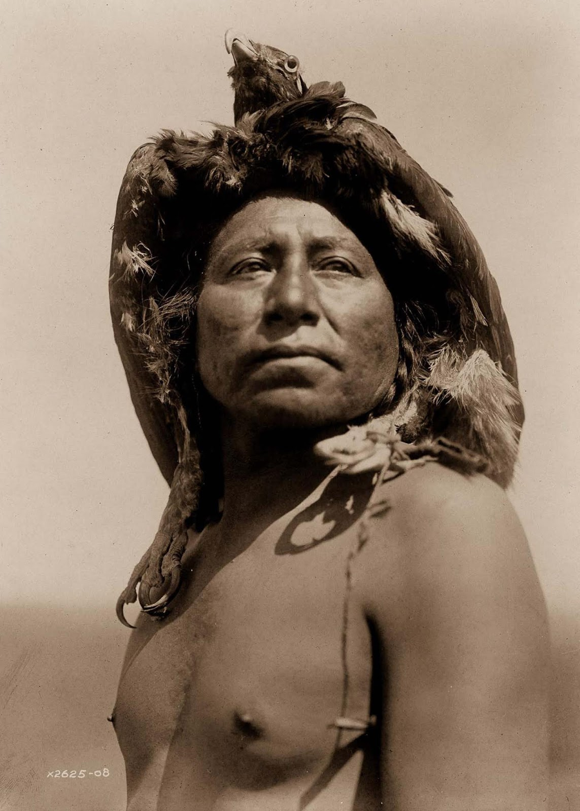 An Apsaroke shaman. 1908.
