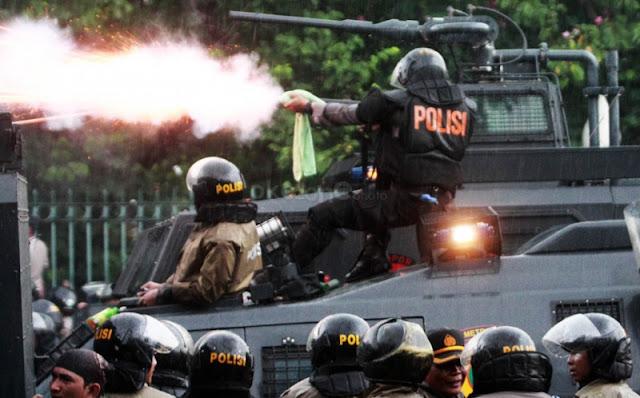 Brutal, Belasan Polisi Membabi Buta Pukul Siswa SMKN 2 Raha yang Sedang Belajar : kabar Terupdate Hari Ini