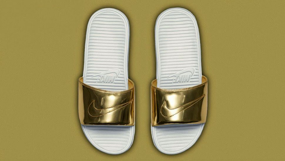 c089e6f04bb5 The Football shoes  Nike released liquid metal color slippers