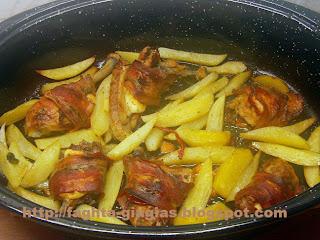 Τα φαγητά της γιαγιάς - Κοτόπουλο με μπέικον στη γάστρα