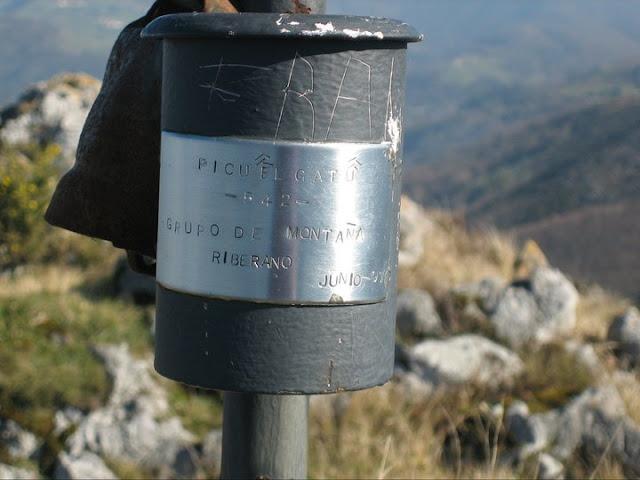 Rutas Montaña Asturias: Buzón de cima del pico del Gatu