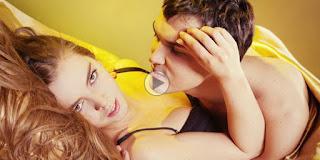 Cara Ampuh Bikin Pasangan Merem Melek di Ranjang