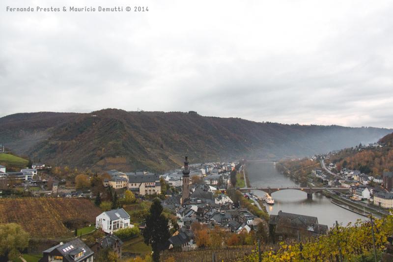 vista da cidade de cochem e rio mosela alemanha