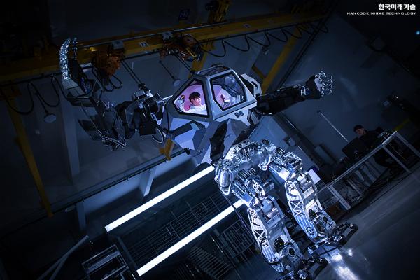"""حصريا وبالفيـــديو ازالة الستار عن الروبوت """"Method-2"""" العملاق"""