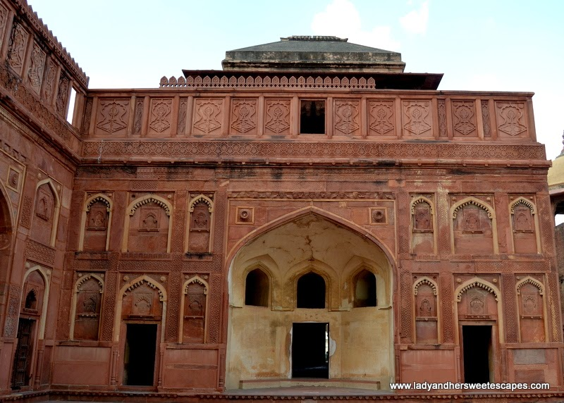 at the inner courtyard of Jahangiri Mahal