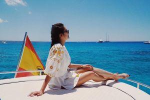 Foto Luna Maya Lagi Mandi diatas perahu
