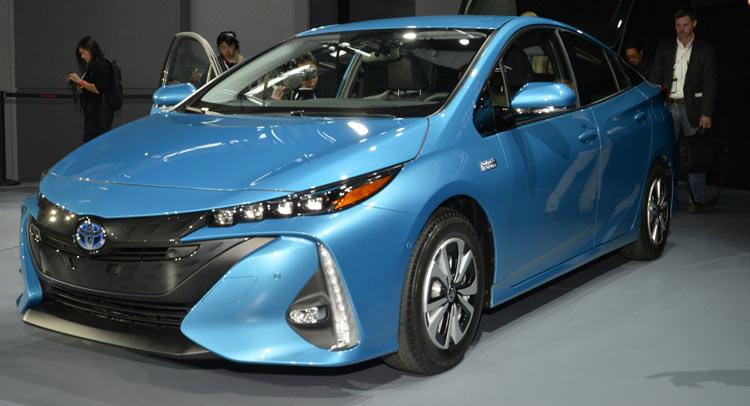 Toyota Prius Ditunda Peluncurannya