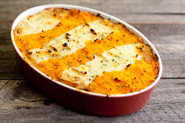 Mięsna zapiekanka pod puree ziemniaczano-marchewkowym