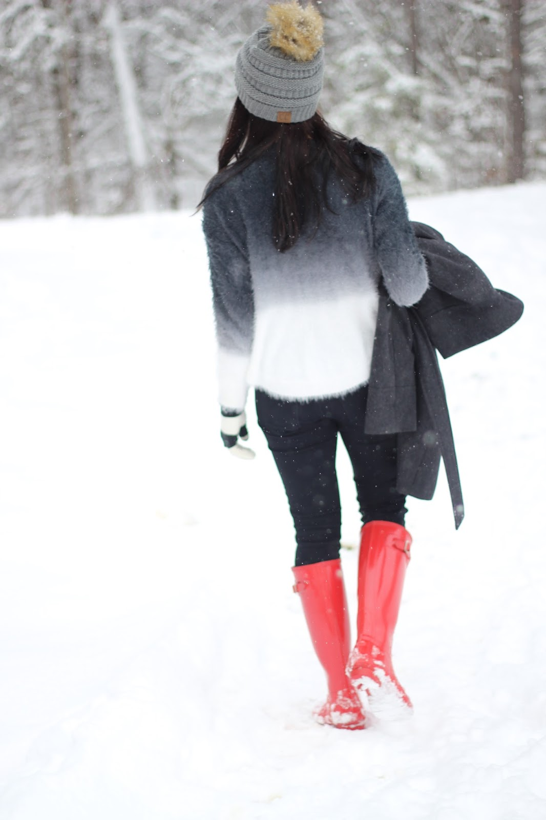 Ombre fuzzy sweater with distressed black denim is a good snow outfit paired with red Hunter Boots