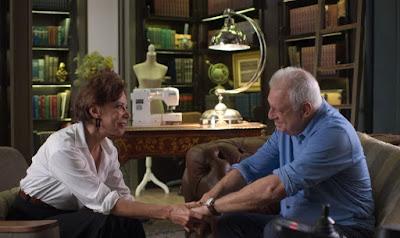 Vera (Angela Vieira) tranquiliza Alberto (Antonio Fagundes)