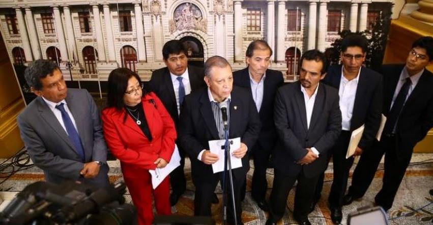 Congresistas de Frente Amplio recogen firmas para censurar a Ministra de Educación Marilú Martens