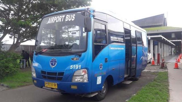 Bus Damri di Bandara Banyuwangi.