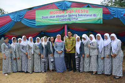 Bupati Chusnunia Lakukan Peletakan Batu Pertama Pembangunan Sekretariat IBI Lampung Timur