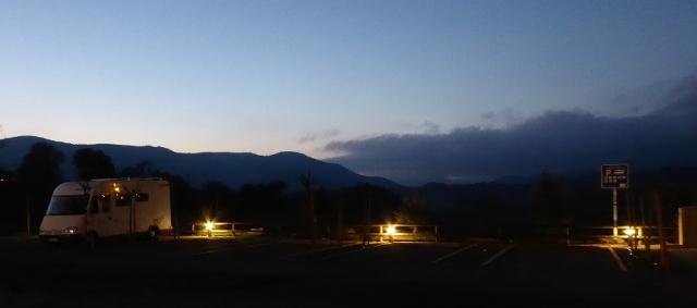 Vista vespertina de l'àrea d'autocaravanes d'Artesa de Segre