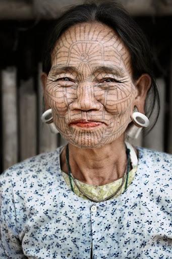 A cara cheia de Asiáticos tatuagem