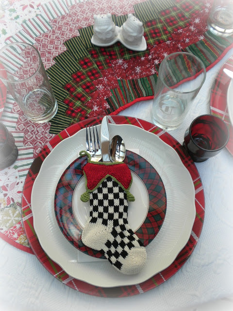 Christmas Tablescape featured at MySalvagedTreasures.com