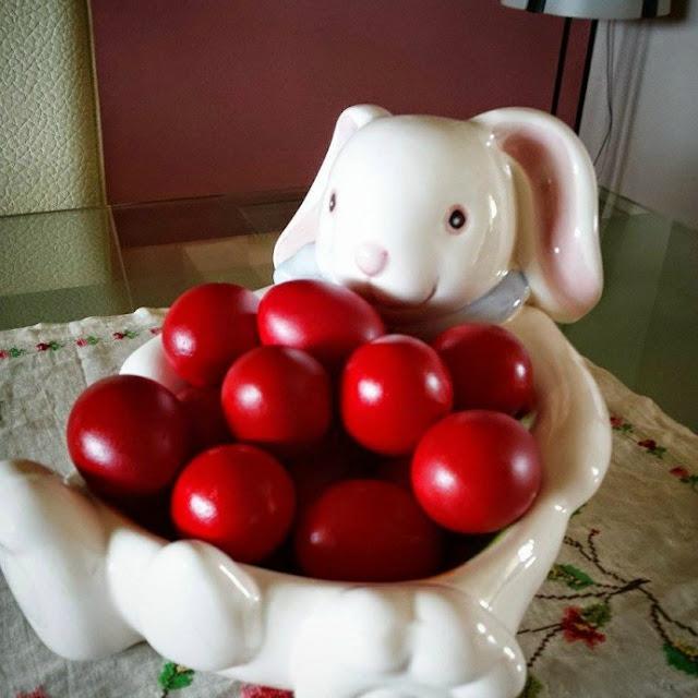 λαογραφία-για-το-τσούγκρισμα-των-κόκκινων-αυγών