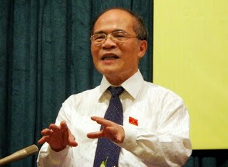 Ông Nguyễn Sinh Hùng tấn công Chính phủ và Thủ tướng để leo lên ghế