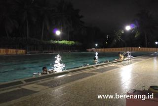 kolam renang sampai malam