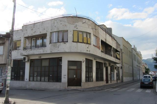 Mostar, beschoten gebouw, nooit hersteld