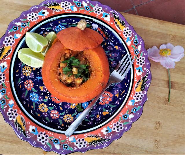 Calabaza rellena de tagine de verduras