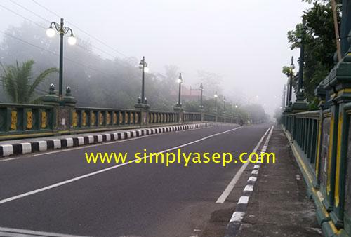 PENDEK : Dengan adanya jembatan Irung Petruk ini akan mempersingkat waktu tempuh dari dan ke arah utara dan sebaliknya.  Foto Asep Haryono