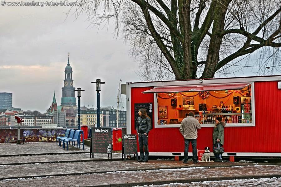 Hafenblick Hotspot Hamburg Steinwerder mit Kiosk am Alten Elbtunnel