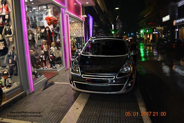 Παραπονιούνται οι οδηγοί στην Κατερίνη, ότι τα πεζοδρόμια είναι μικρά και δεν μπορούν να παρκάρουν τα αυτοκίνητα τους...