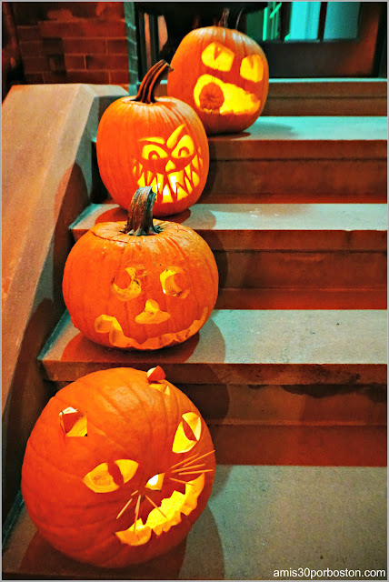 Calabazas Decoradas por Halloween en Back Bay, Boston