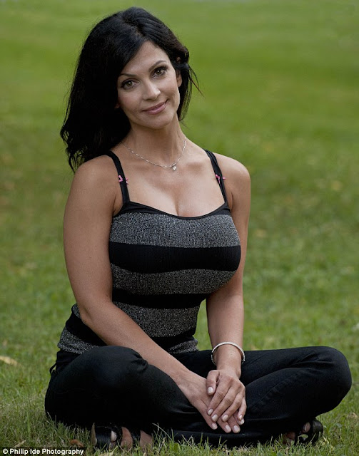 beautiful-denise-milani-in-garden