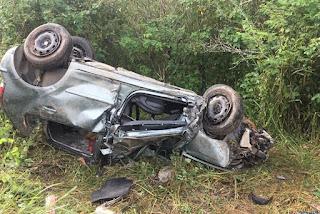 Mulher morre após veículo capotar em estrada da Paraíba