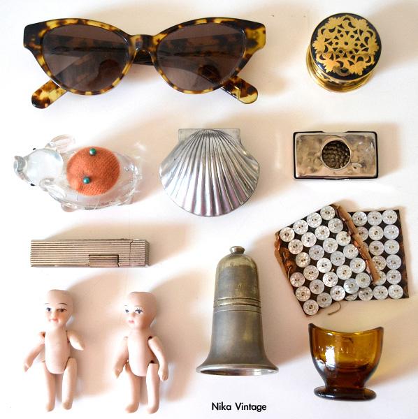 muñecas porcelana, botones antiguos, mechero, salero, gafas vintage, caja dorada, caja concha, alfiletero cristal