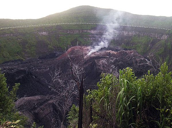le dôme du volcan Ibu