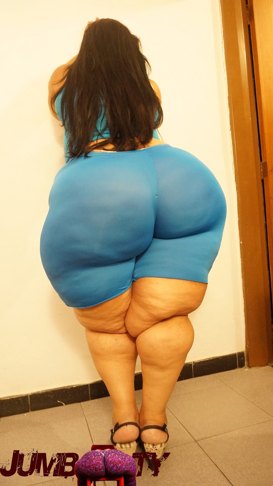 La gurl huge ass