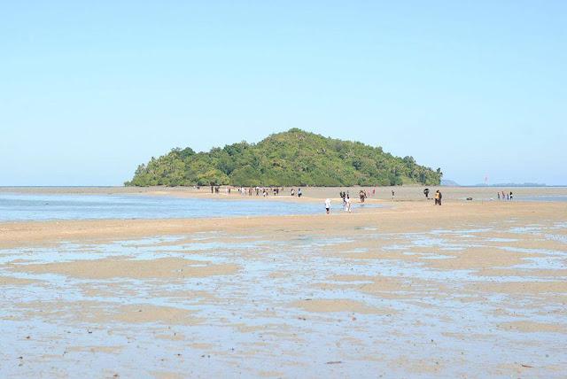 Pesona Pantai Tete Tonra, Pantai Pasir Putih Saksi Bisu Peristiwa Bersejarah