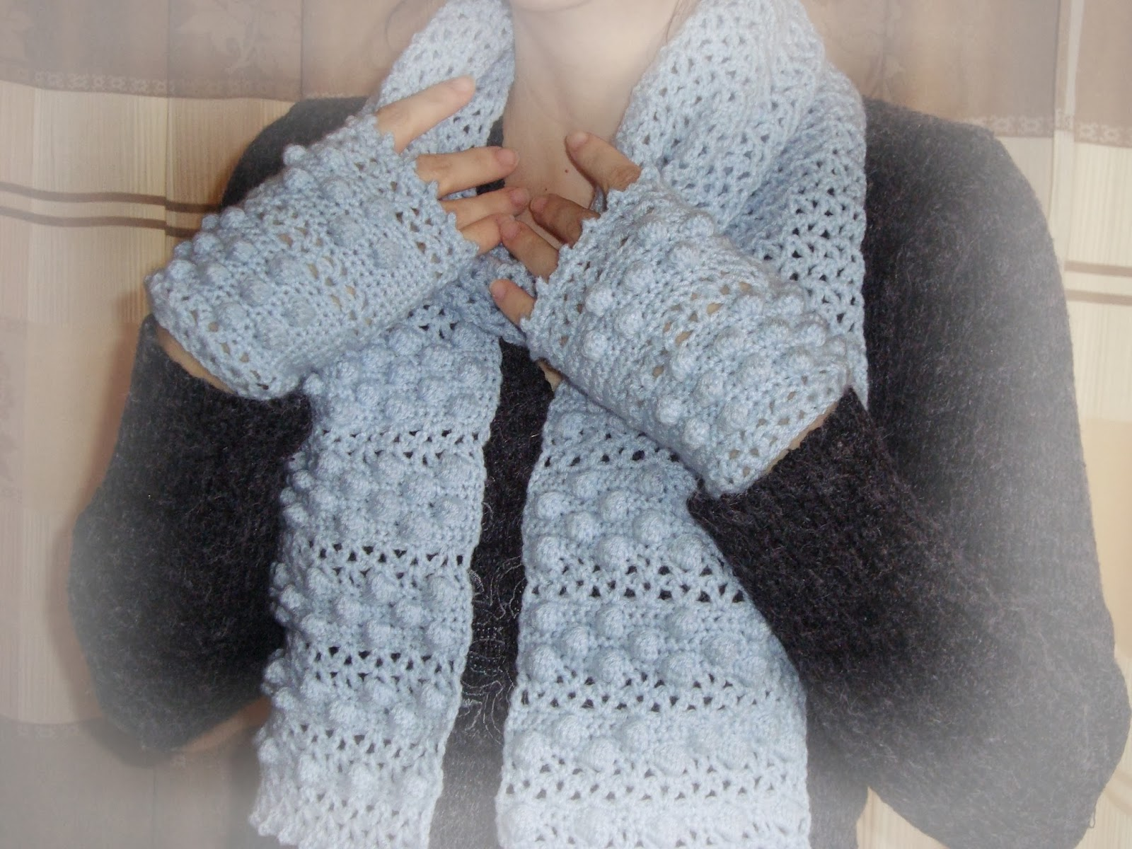 Handmade by Camelia: Pattern: V-Stitch and Bobble Scarf & Gloves