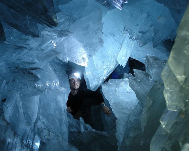 كهف الكريستال العملاق في الصحراء المكسيكية Crystal-cave+%2813%29%5B2%5D