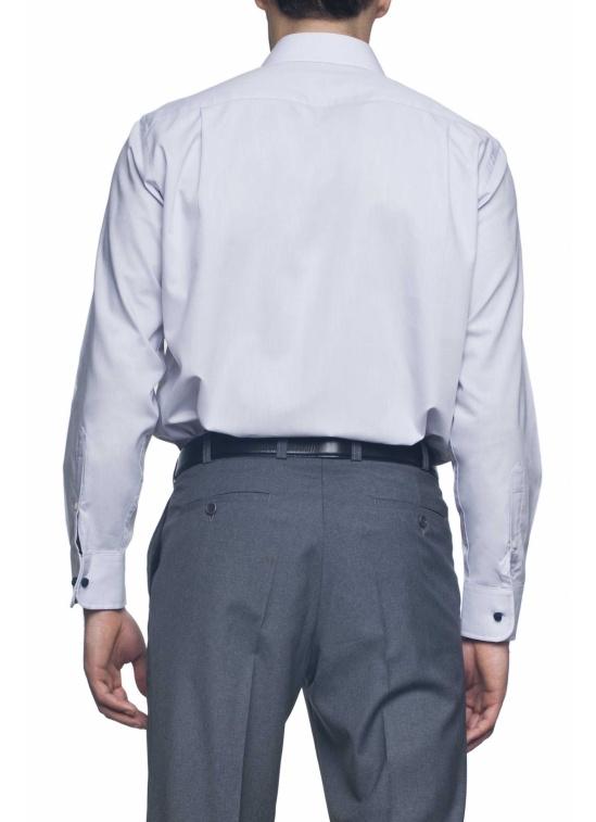 Não. Uma camisa de homem bem passada a ferro não deve ter vincos nas mangas 8eb8bb79f7fb6