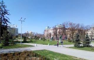 Parque del Monumento Soviético y Universidad al fondo.