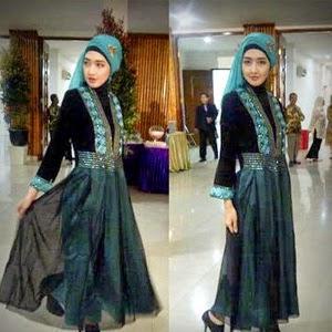 baju-pesta-wisuda-muslim-berjilbab