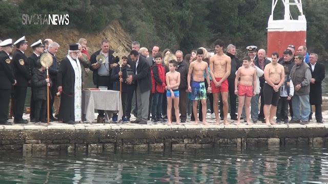 Ο αγιασμός των υδάτων στα Σύβοτα (ΒΙΝΤΕΟ)