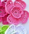 http://tejido-facil.blogspot.com.es/2015/03/patron-flores-caladas-super-delicadas.html
