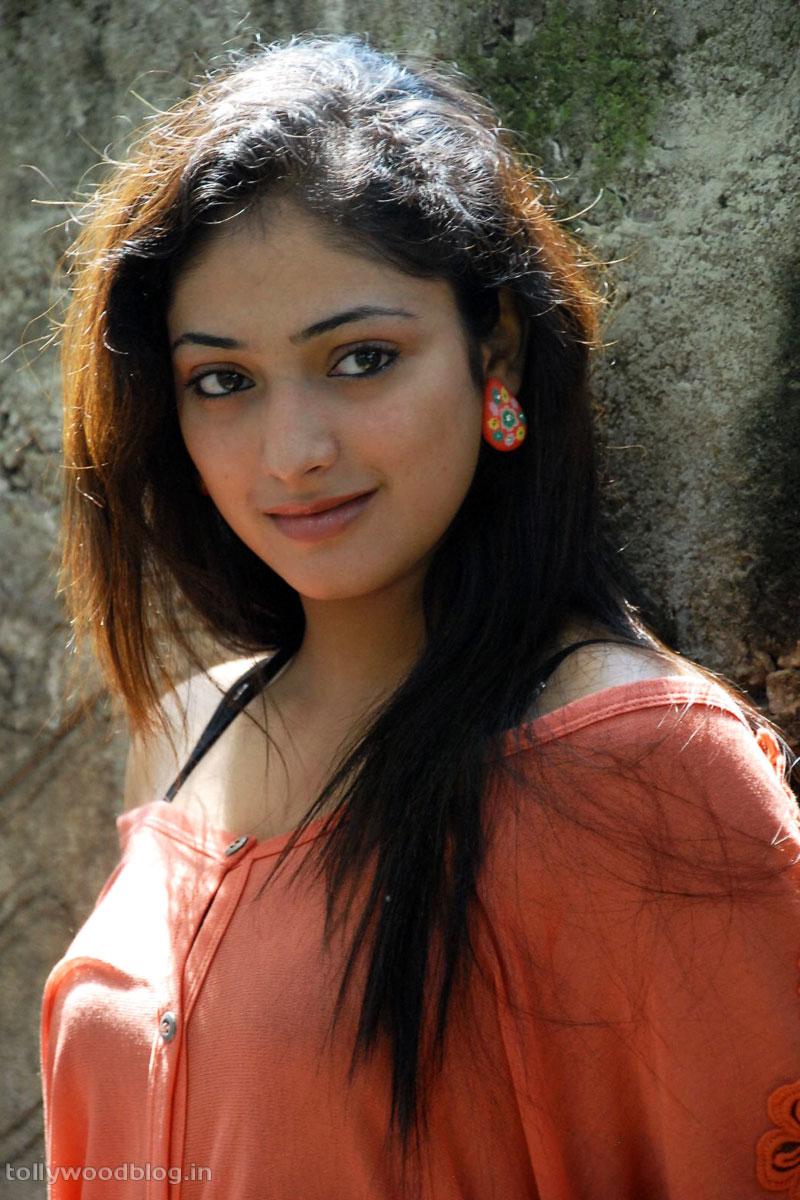 Hari Priya Latest Beautiful hot Photos Stills-HQ-Photo-3